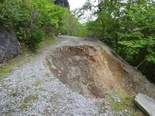 崖地、傾斜地の崩落